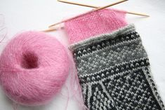 great idea to use kidsilk haze as a thin liner in mittens - love the contrasting pink too!