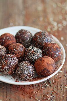 Chocolate Chia Protein Balls Recipe | HelloNatural.co