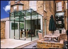 An insight into the modern Glass Extension by Glass Design and Build UK Ltd Kitchen Extension Sliding Doors, Glass Extension, Extension Ideas, Side Extension, Glass Cube, Glass Boxes, Victorian Terrace, Victorian Homes, Modern Conservatory