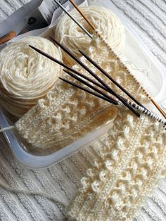 Lace Knitting, Knitting Socks, Crochet Lace, Knitting Patterns, Knitted Slippers, Wool Socks, Diy And Crafts, Arts And Crafts, Knitting