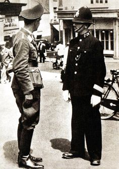 A Luftwaffe officer speaks with a British policeman in St Helier, the capital of the island of Jersey, during the German occupation of the Channel Islands. The islands were the only part of the British Isles to be invaded by the Germans. Saint Helier, German Soldier, German Army, World History, World War Ii, Channel Islands, Historical Images, Luftwaffe, Military History