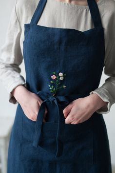 Simple Embroidery, Rose Embroidery, Embroidery Patterns Free, Embroidery Fashion, Embroidery Designs, Apron Patterns, Dress Patterns, Embroidered Apron, Embroidered Roses