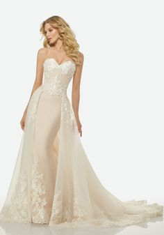 Add panache to your bridal look in a flattering summer wedding dress. Go through our tips to know what to look for while buying a summer wedding gowns. How To Dress For A Wedding, Lace Wedding Dress, Perfect Wedding Dress, Bridal Gowns, Wedding Gowns, Wedding Venues, Elegant Bride, Mod Wedding, Wedding List