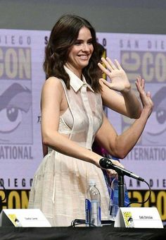 Teen Wolf Malia, Wolf Comics, Teen Wolf Funny, Shelley Hennig, Vampire Diaries Quotes, Cool Inventions, Film, Goddesses, Holland