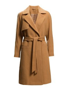 DAY - 2ND Livia Update your winter-wardrobe with this wool-coat from 2ND DAY! 2ND LIVIA is a simple and sophisticated design, a classic cut – but still an edgy attitude. Pair it up with our skinny jeans and a chunky knit.  Inner lining Storm flap Oversized lapel and colla