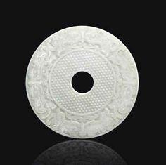 Rare et important disque en jade blanc sculpte, bi, Chine, Dynastie Qing, Époque Qianlong (1736-1795)