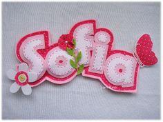 Placa de nome para enfeitar o quarto da Sofia. {Felt name banner for girl with flower and butterfly.}