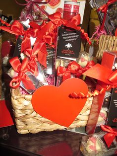 This basket will surely win over the apple of your eye!