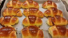 Cornuri cu magiun   Laura Laurențiu Pretzel Bites, Deserts, Dessert Recipes, Cooking Recipes, Bread, Food, Chef Recipes, Brot, Essen