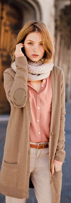 How to wear an infinity scarf  for fall or winter - photo laredoute - (article) http://www.boomerinas.com/2013/11/11/how-to-wear-an-infinity-scarf-12-ways-women-over-40-50-60/