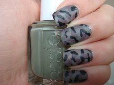 Oh so cute camo nails Military Nails, Army Nails, Us Nails, Hair And Nails, Camo Nail Designs, Camouflage Nails, Toe Nail Art, Creative Nails, Nails Inspiration