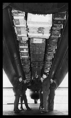 Canadian Lancaster of RCAT loaded with supplies for the Dutch resistance 1943 . Navy Aircraft, Ww2 Aircraft, Military Aircraft, Lancaster Bomber, Ww2 Planes, Military Photos, Aircraft Pictures, Royal Air Force, World War Two
