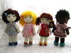 Развивающая игрушка кукла. Связана спицами высота 22 см