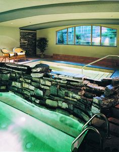 Delta Banff Royal Canadian Lodge - The Grotto Spa provides a hot mineral soaking pool, whirlpool, aromatic steam room, massage, and beauty treatments.