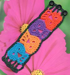 < Free Pattern > Quartet Day of the Dead skull Bracelet by Spider Mambo . Ravelry download