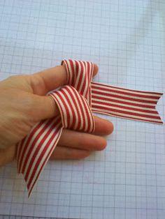 Stamping Joy: How to tie the Perfect Bow. Diy Lace Ribbon Flowers, Diy Ribbon, Ribbon Bows, Ribbons, Ribbon Bow Tutorial, Hair Bow Tutorial, Christmas Crafts For Gifts, Christmas Bows, Xmas