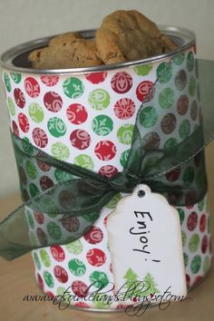 using canisters from Oatmeal, slim-fast, etc, you can make cute cookie containers #o-r-g-a-n-i-z-e