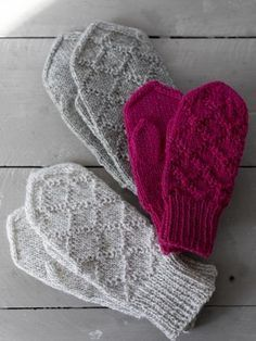 Kohoneulelapaset Kohoneulelapaset Always wanted to discover how to knit, but undecided where to begin? This specific Overall Beginner Kni. Fingerless Mittens, Knitted Slippers, Knit Mittens, Knitted Gloves, Knitting Socks, Hand Knitting, Knitting Charts, Knitting Stitches, Knitting Patterns Free