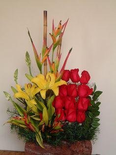 flores Large Flower Arrangements, All About Plants, Gladiolus, Arte Floral, My Flower, Ikebana, Floral Design, Centerpieces, Deco