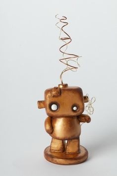 She little guy is so cute, he looks like he needs a home. Cute Polymer Clay, Fimo Clay, Polymer Clay Creations, Clay Jewelry, Jewelry Art, Robot Cute, Recycled Robot, Steampunk Crafts, Pot A Crayon