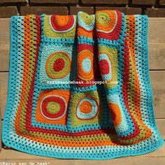 Karin aan de haak: Babydekentje voor Casper-(maybe a different green) Crochet Circles, Crochet Squares, Crochet Granny, Crochet Yarn, Granny Squares, Crochet Bedspread, Crochet Blanket Patterns, Crochet Blankets, Crochet Cross