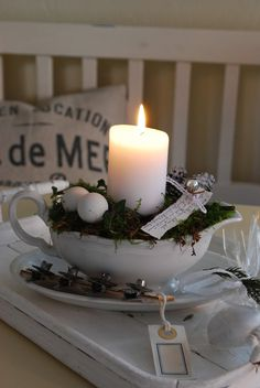 take EMC's picutre and bowl and re create.christmas or spring or really any season (Diy Candles) Rustic Christmas, Winter Christmas, Christmas Home, Vintage Christmas, Christmas Crafts, Christmas Carol, Christmas Ornament, Beautiful Candles, Best Candles
