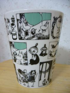 "Muumimuki ""Isomuki"" -sarja (sarjakuva) Yamaka, japanikko Moomin Mugs, Tove Jansson, My Cup Of Tea, Marimekko, Cool Items, Troll, Finland, Nikon, Tea Cups"