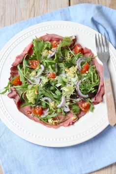 Lekker en Simpel uploaded this image to See the album on Photobucket. Carne Asada, I Love Food, Good Food, Salade Caprese, Salad Recipes, Healthy Recipes, Happy Foods, No Cook Meals, Food Inspiration