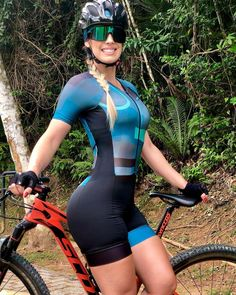 Bicycle Women, Bicycle Girl, Radler, Musa Fitness, Cycling Girls, Biker Girl, Cycling Outfit, Athletic Women, Sport Girl