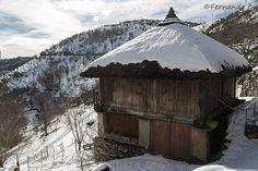 Palloza nevada en O Cebreiro