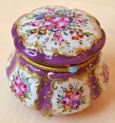 ANTIQUE LIMOGES FRANCE HAND PAINTED GILT PORCELAIN FLOWERS TRINKET BOX - 1 OF 3 (11/19/2013)