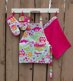 Little Helper Gift Set - A Montessori PreSchool Apron, Oven Mitt, Towel, and Cleaning Mitt For 3-5 Year Old Girls, Owl Print