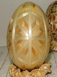 Straw Decorated Easter Egg from Pysanka Museum, Kolomyia, Ukraine by MariyaZ, , from Iryna with love Ukrainian Easter Eggs, Ukrainian Art, Egg Crafts, Arts And Crafts, Straw Decorations, Incredible Eggs, Carved Eggs, Egg Tree, Egg Designs