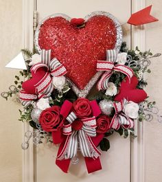 32 Fabulous Valentine Wreath Design Ideas For Your Front Door Decor - Designing Something Special For Your Loved One Or For Your Home Or Office? We Make It Easy For You To Create Your Own Decor This 2020 Season. Valentine Day Wreaths, Valentines Day Decorations, Valentine Day Crafts, Holiday Wreaths, Holiday Decor, Diy Wreath, Door Wreaths, Wreath Ideas, Front Door Decor