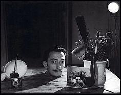 Salvador Dali by Philippe Halsman, 1943 L'art Salvador Dali, Salvador Dali Paintings, Charles Darwin, Pablo Picasso, Photos Folles, Figueras, Philippe Halsman, Les Religions, Friedrich Nietzsche