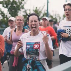 #vancouver #sunrun #running #marathon #marathontraining #yvr #vancitybuzz #street #streetphotography #streetphoto #streetphotographer #pixture #photooftheday #bokeh #urban #moodygrams #igmasters #photooftheday #artist #portrait #vsco #walking #canon #5d by justin.street