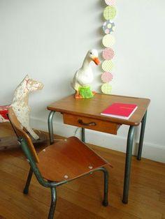 Bureau vintage couleur pastel et sa chaise rose meubles - Bureau ecolier relooke ...