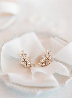 This femme lilac wedding dress will leave you breathless! #vineyardweddingdecor #colorfulweddingdresses #handpaintedweddingcake