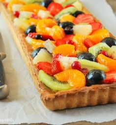 Summer Fruit Tart (in Spanish with Translator) Pudding Desserts, Party Desserts, Summer Desserts, Summer Fruit, Sweet Recipes, Cake Recipes, Dessert Recipes, Cheesecake Cake, Fruit Tart