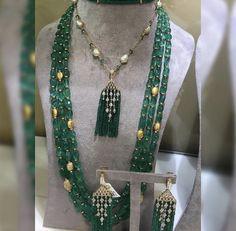 Gold Jewellery Design, Bead Jewellery, Beaded Jewelry, Beaded Necklace, Designer Jewellery, Designer Earrings, Gold Necklace, Indian Jewelry Earrings, Emerald Jewelry