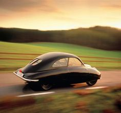 The timeless and innovative 1947 UR SAAB. The first example of the unconventional SAAB design that always marked the history of the great Swedish brand. Chevrolet Trailblazer, Saab Automobile, Gilles Villeneuve, Auto Motor Sport, American Graffiti, Small Cars, Subaru Impreza, Chevrolet Impala, Automotive Design