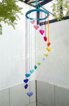 Móvil corazones Cool Paper Crafts, Paper Flowers Craft, Diy Crafts For Gifts, Diy Home Crafts, Easy Diy Crafts, Flower Crafts, Fun Crafts, Arts And Crafts, Crochet Baby Mobiles
