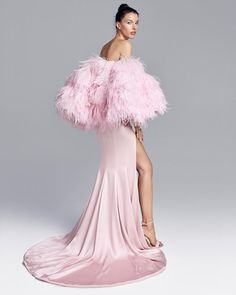 """Ralph & Russo no Instagram: """"The #RalphandRusso #AW20/21 campaign is the embodiment of elegance and a testament to the #RandRSavoirFaire for which the House is…"""" High Fashion Dresses, Pink Fashion, Couture Fashion, Runway Fashion, Fashion Models, Ralph & Russo, Prom Dress Couture, Western Dresses, Fashion Pictures"""