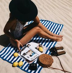 When life gives you lemons, take that sh** to the beach. #WONDERBOOM. Insta  : thesandgypsy