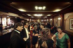 Geanimeerde gesprekken in de VIP room van Tuschinski voorafgaand aan de uitreiking van de VA award 2012