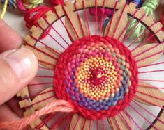 Circle Hand Weaving Loom Kit mini size by TwillTextileDesign TRY WITH FIBONACCI PATTERN Everything you need to start circle weaving and making your own beautiful decorations. Why not weave a little flower to pin onto your No frills Circle Weaving Looms fr Etsy Crafts, Yarn Crafts, Loom Weaving, Hand Weaving, Diy Tricot Crochet, Circle Loom, Circular Weaving, How To Make Coasters, Yarn Stash