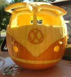 ☆ Volkswagen Bus Pumpkin Carving Art :¦: Photo Credit:  Ardelle or eixo Vans ☆