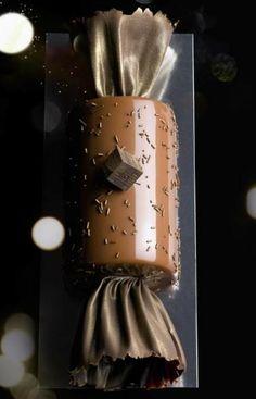 Bûche Marron comme un bonbon I Love Chocolate, Chocolate Shop, Chocolate Art, Chocolate Lovers, Chocolate Desserts, Yule, Noel Christmas, Christmas Desserts, Decoration Patisserie