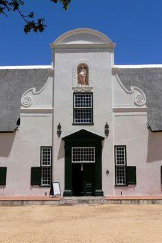 Wijn preeven vanuit Kaapstad doe je heel gemakkelijk bij Groot Constantia (er rijdt zelfs een bus langs, easy!). Bekijk alle tips over wijn proeven in Groot Constantia.