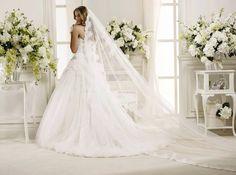 Il lusso delle griffe più glamour o il fascino di un abito fatto su misura anche per chi vive all'estero... www.tosettisposa.it #wedding #weddingdress #tosetti #tosettisposa #nozze #bride #alessandrotosetti #carlopignatelli #domoadami #nicole #pronovias #alessandrarinaudo
